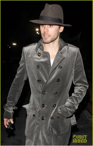 Jared Leto wallpaper with a trench coat titled Jared Leto: Guns N' Roses Concert!