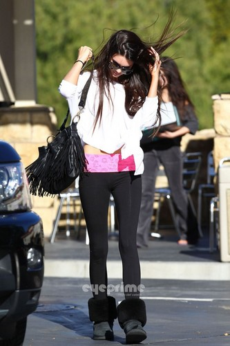 Kendall Jenner wallpaper containing a hip boot called Kendall and Kylie Jenner seen out shopping in Calabasas, December 23