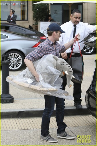 Neil Patrick Harris: natal Shopping in Beverly Hills!