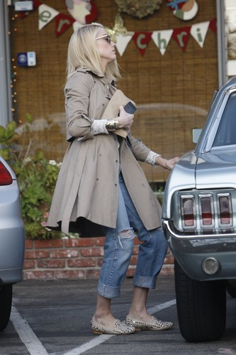 OUT SHOPPING IN WEST HOLLYWOOD (DECEMBER 20TH)