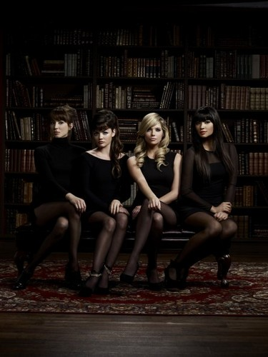 Pretty Little Liars - Season 2 - Exclusive new Cast Promotional ছবি