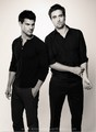 Robler - taylor-lautner-vs-robert-pattinson photo