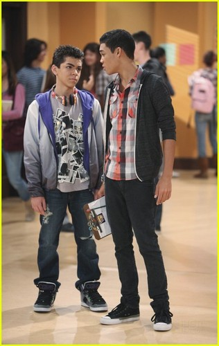 Roshon Fegan & Kenton Duty Give It Up