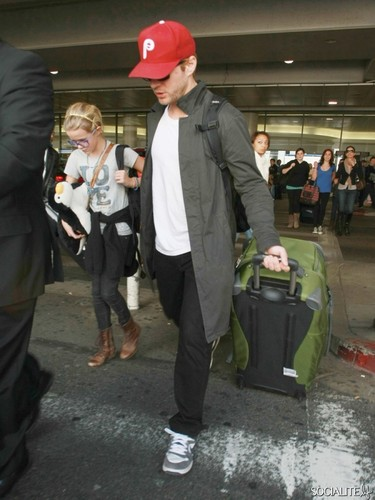 Ryan Phillippe And His Kids Land At LAX