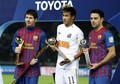 Santos FC (0) v FC Barcelona (4) - FIFA Club World Cup Final: Xavi recieves the Silver Ball