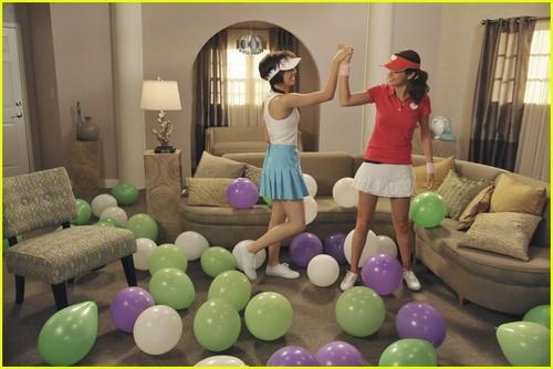 Selena Gomez & Christina Grimmie: Kinect Ski Sweeties