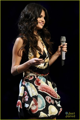 Selena Gomez: एमटीवी EMAs Fashion Wrap-Up!