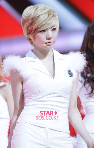 Sunny @ SBS Inkigayo ster Pictures