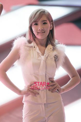 Taeyeon @ SBS Inkigayo তারকা Pictures