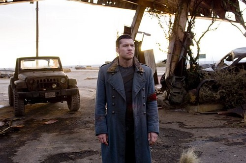 Sam Worthington hình nền probably with a greatcoat, a trench coat, and an overgarment titled Kẻ hủy diệt Salvation Promotional Stills