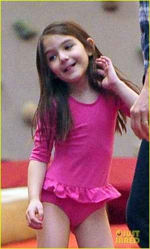Suri Cruise wallpaper possibly with a balance beam and a leotard entitled Tom Cruise & Suri: Chelsea Piers Playful