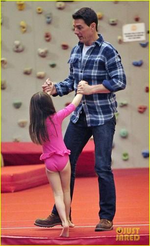 Tom Cruise & Suri: Chelsea Piers Playful