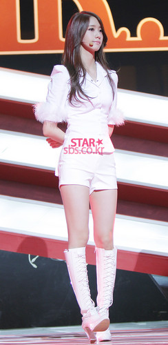 Yoona @ SBS Inkigayo étoile, star Pictures