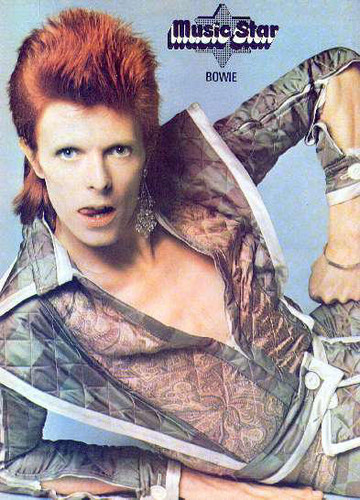 Ziggy Stardust wallpaper probably containing a surcoat titled Ziggy Stardust