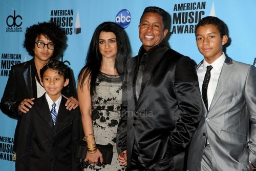 jermaine jackson with his wife halima and sons jeremy, jermajesty and jaafar attended ama