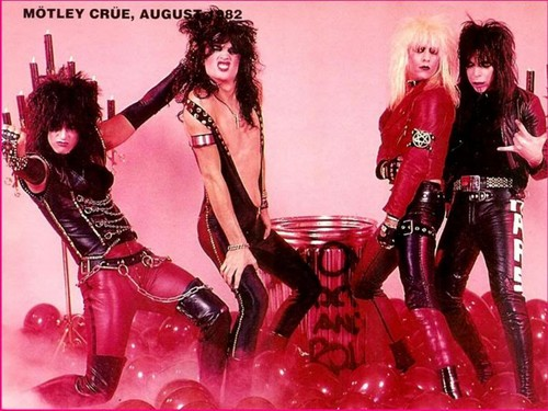 ☆ Motley Crue ☆  - musicians-in-makeup Wallpaper