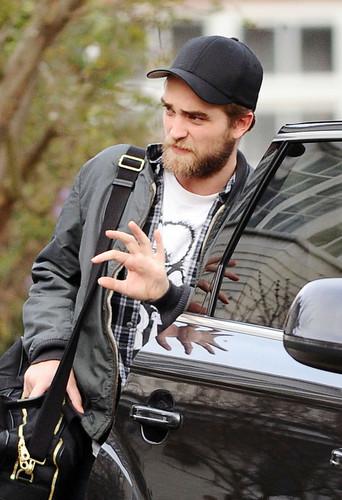 New Pictures of Robert Pattinson Leaving London (Dec. 28)