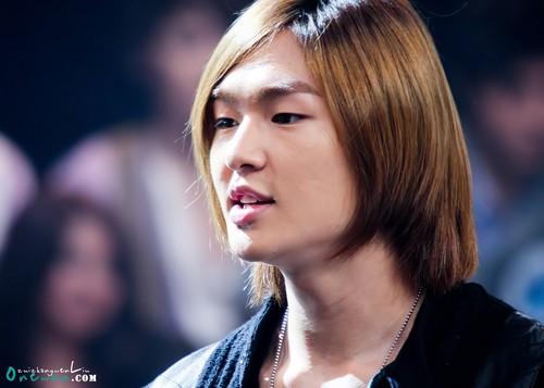Onew at Million Star Recording 101108 - lee-jinki-onew Photo