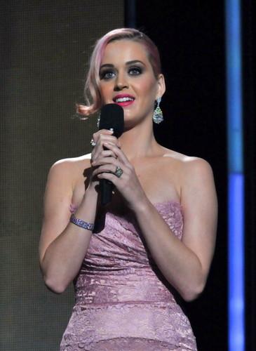 11.30.2011 Grammy Nomintation konsert live