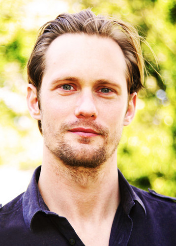 Alexander Skarsgård 壁纸 possibly containing a portrait entitled Alex/Eric