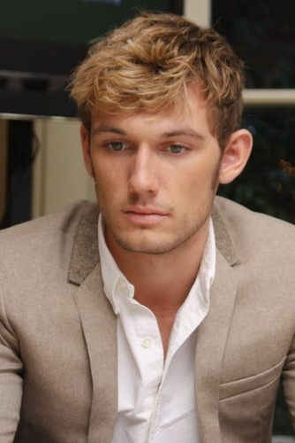 Alex Pettyfer wallpaper containing a business suit called Alex Pettyfer