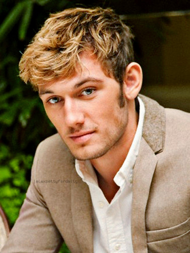 Alex Pettyfer fond d'écran probably with a portrait entitled Alex