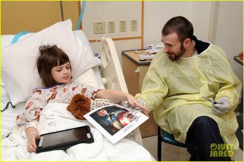 Chris Evans: Children's Hospital Visit!