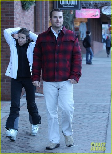 Actors پیپر وال containing a business suit, a well dressed person, and long trousers entitled Chris O'Donnell: Colorado Vacation with Family!