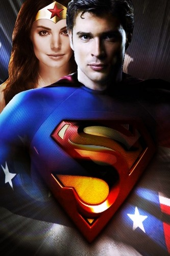 Clark and Lois as सुपरमैन and Wonder Woman