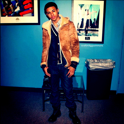 Diggy Simmons wallpaper containing a well dressed person, a business suit, and an outerwear entitled Diggy♥
