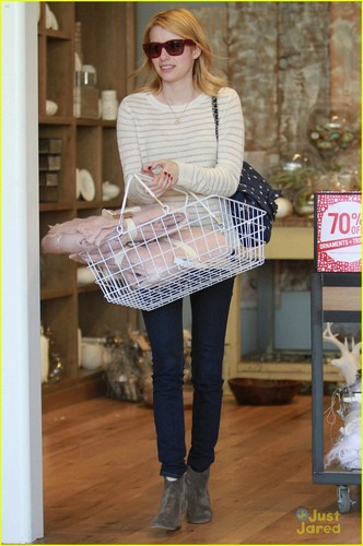 Emma Roberts: Ken Paves Salon Stop