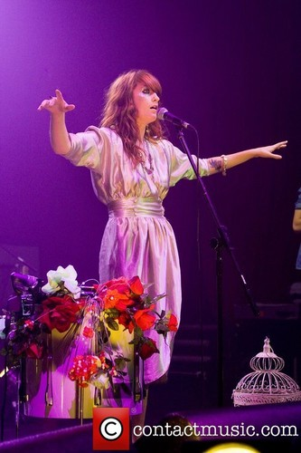 """Florence Performs @ 2008 """"Itunes Festival"""" - लंडन"""