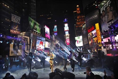 Gaga rehearsing at Times Square