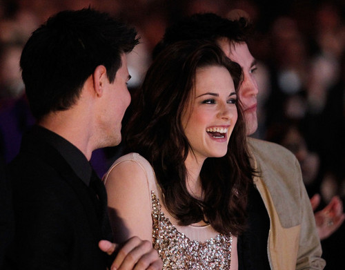 Kristen Stewart wallpaper with a portrait titled Her perfect Laugh