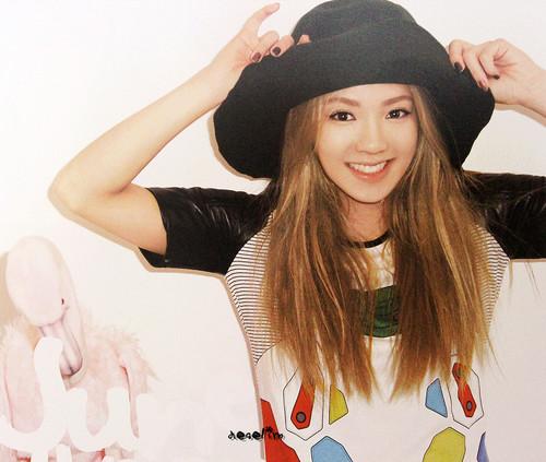 Hyoyeon @ Girls' Generation 2012 Calendar Scans HD