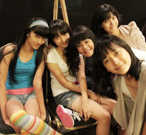 JKT48 wallpaper possibly containing a sign and a street titled JKT48