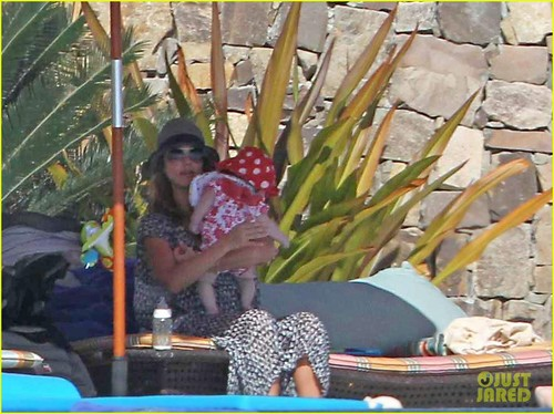 Jessica Alba: Bikini Mom in Mexico!