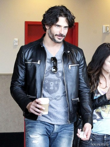 Joe Manganiello Has A rendez-vous amoureux, date At The films