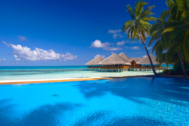 Maldives achtergrond probably containing a beach, a resort, and an oceaan,
