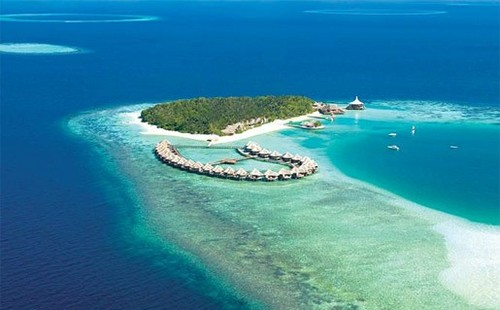 Maldives वॉलपेपर possibly containing a beach, an oceanfront, and a seashore titled Maldives
