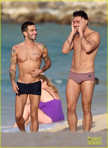 Marc Jacobs: Shirtless in St. Barts!