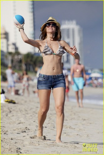 Maria Menounos: Bikini Babe in Miami!