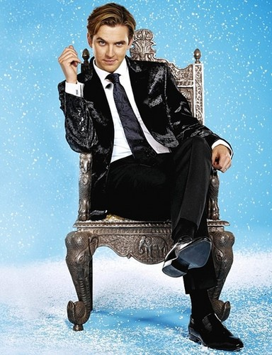 Downton Abbey wallpaper containing a throne, a well dressed person, and a business suit titled Matthew