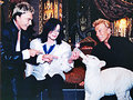 Michael feeds a baby tiger! <3 - michael-jackson photo