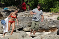 Miley - 29. December - On a spiaggia with Liam Hemsworth in Hawaii