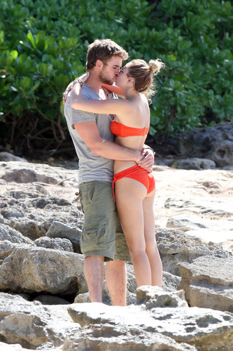 Miley - 29. December - On a beach with Liam Hemsworth in Hawaii