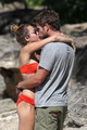 Miley - 29. December - On a ساحل سمندر, بیچ with Liam Hemsworth in Hawaii