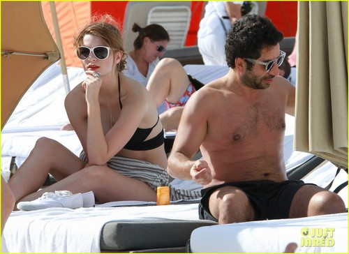Mischa Barton: Bikini Babe in Miami!