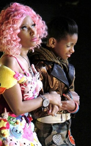 Willow Smith Hintergrund entitled Nicki Minaj & Willow Smith -Fireball-