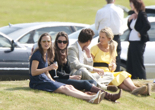 Pippa & Kate at polo match 2009 - pippa-middleton Photo